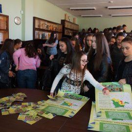 """Младежи от Асеновград се превръщат в посланици на Биосферен парк """"Червената стена"""""""